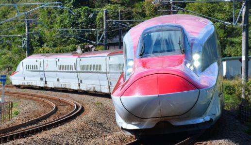 私の予想車両は新幹線E6系こまち